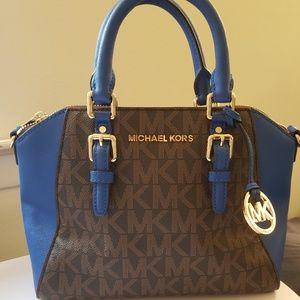 Michael Kors Signature Shoulder Bag Medium Bag